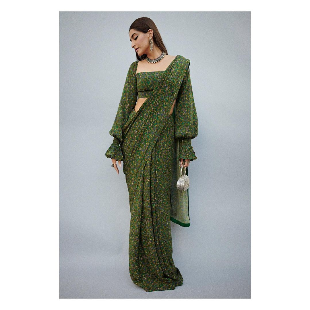 Balloon sleeves green saree