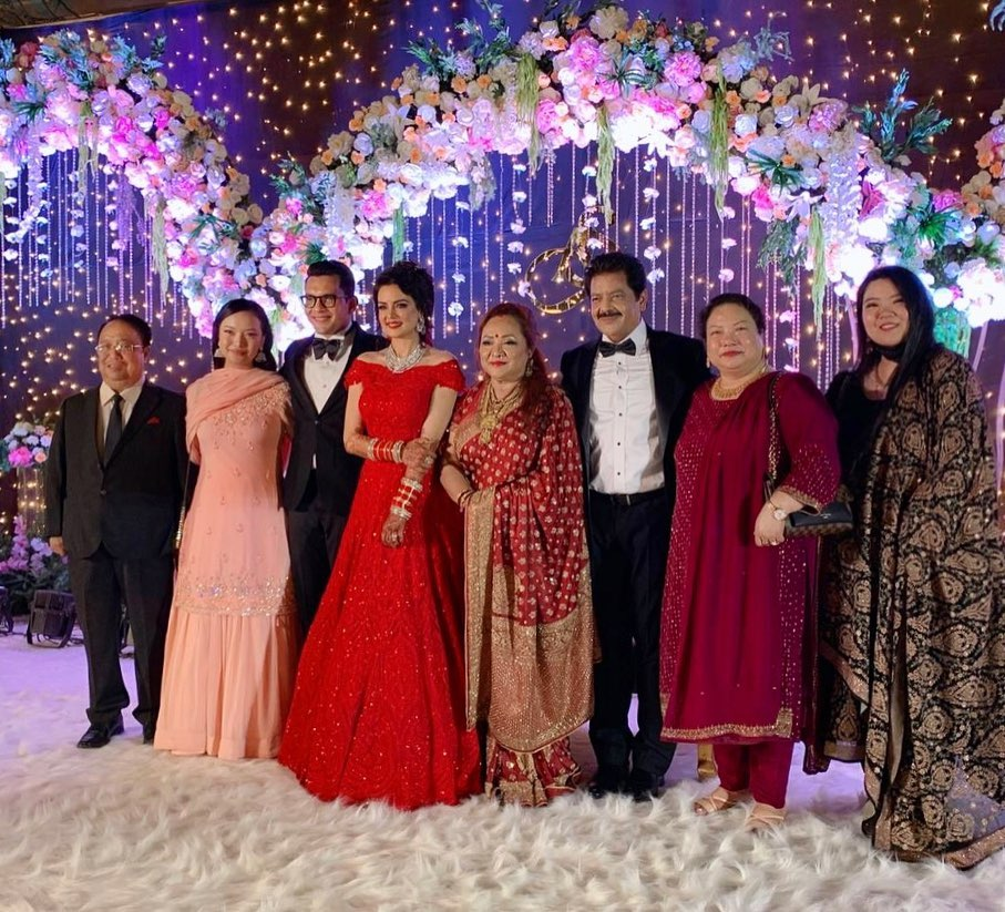 Aditya Narayan an Shweta Aggarwal Group Picture