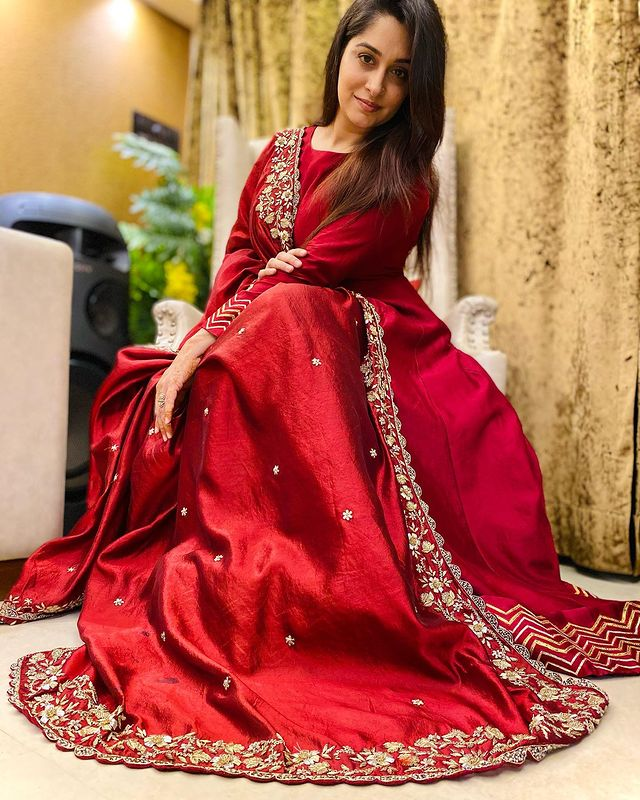 Red Bridesmaids Outfit Ideas