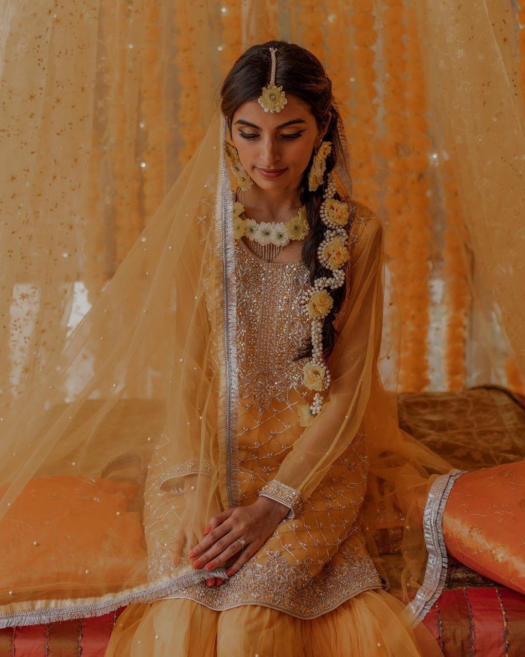 bridal hairstyles for mehendi look