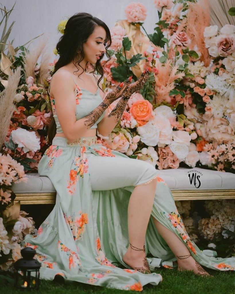 unique mehendi dresses