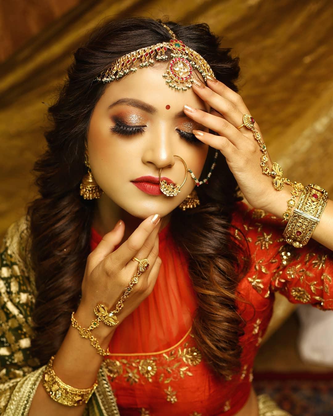 Gold hand jewelry