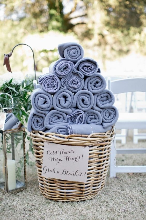 blankets as wedding favors