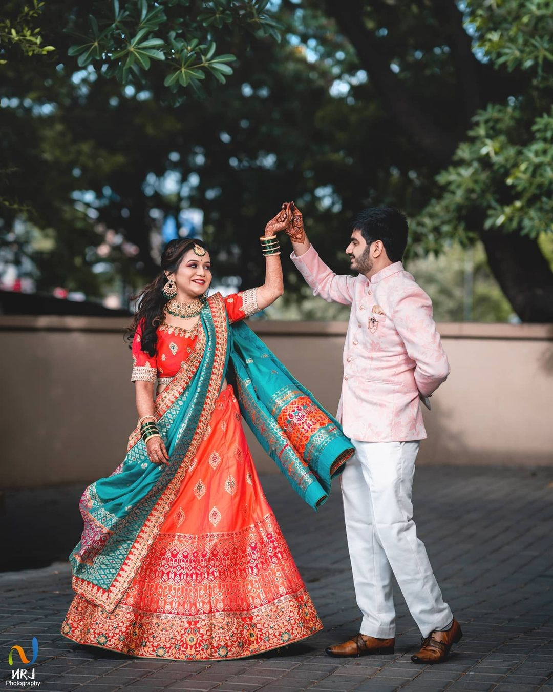 dance poses for couple portraits
