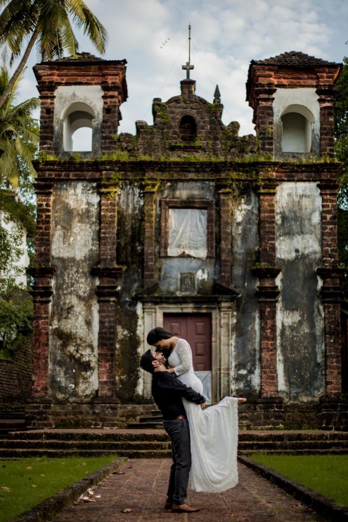 pre-wedding shoot by church