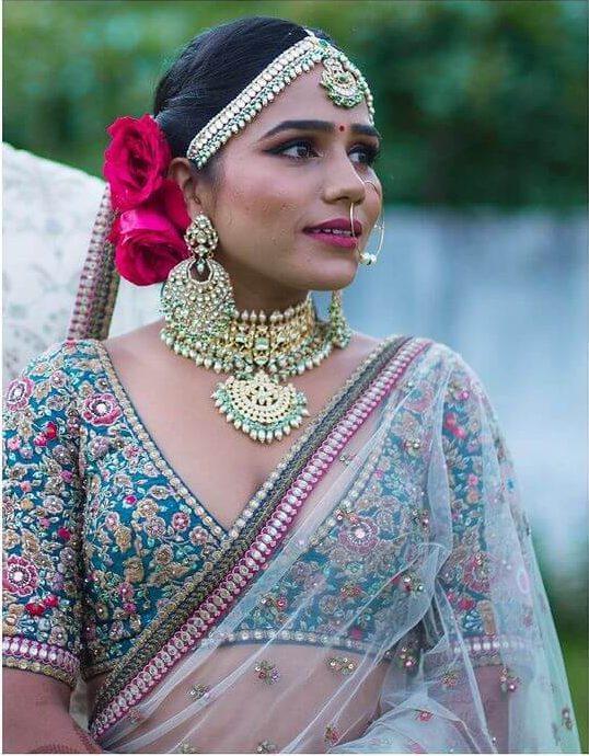 bride wearing sabyasachi wedding jewellery