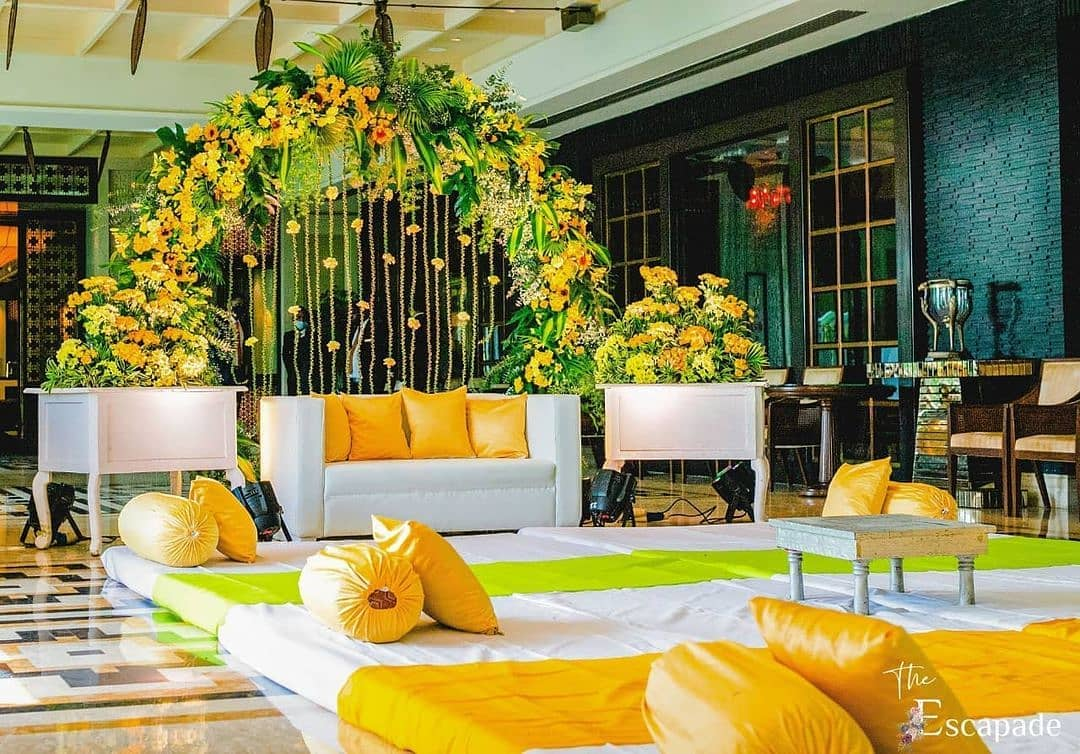 stage yellow floral decor