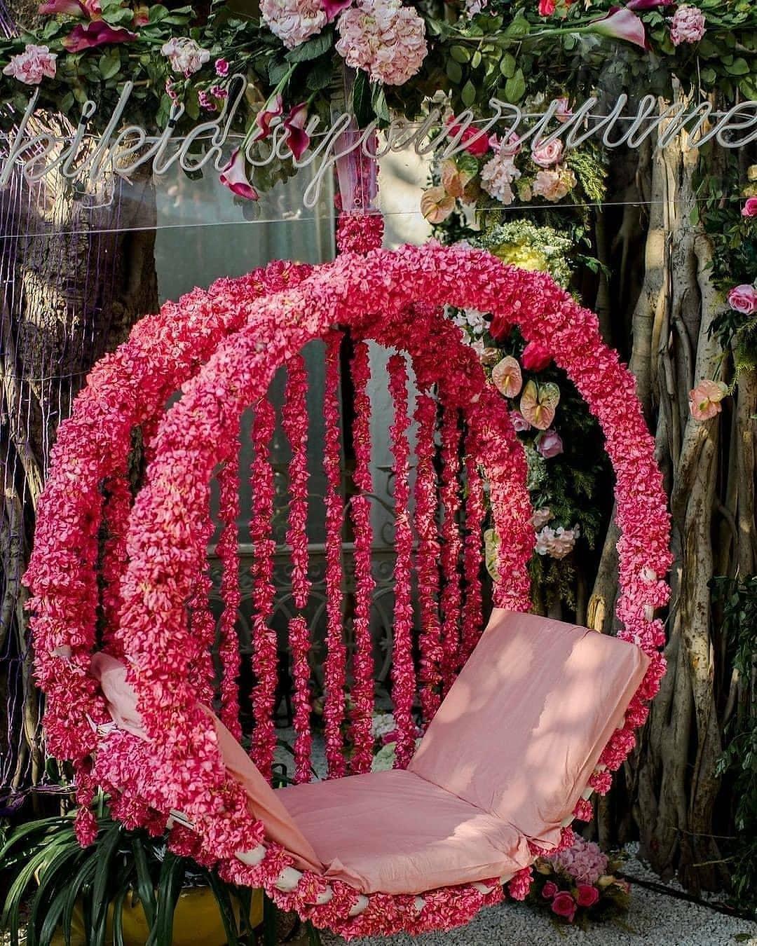 swing floral decor