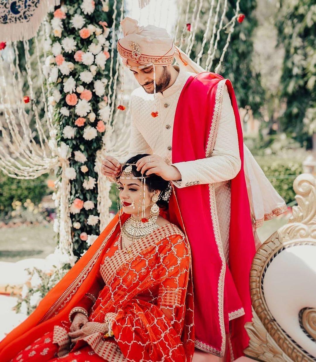 wedding portrait ideas for Marathi couple