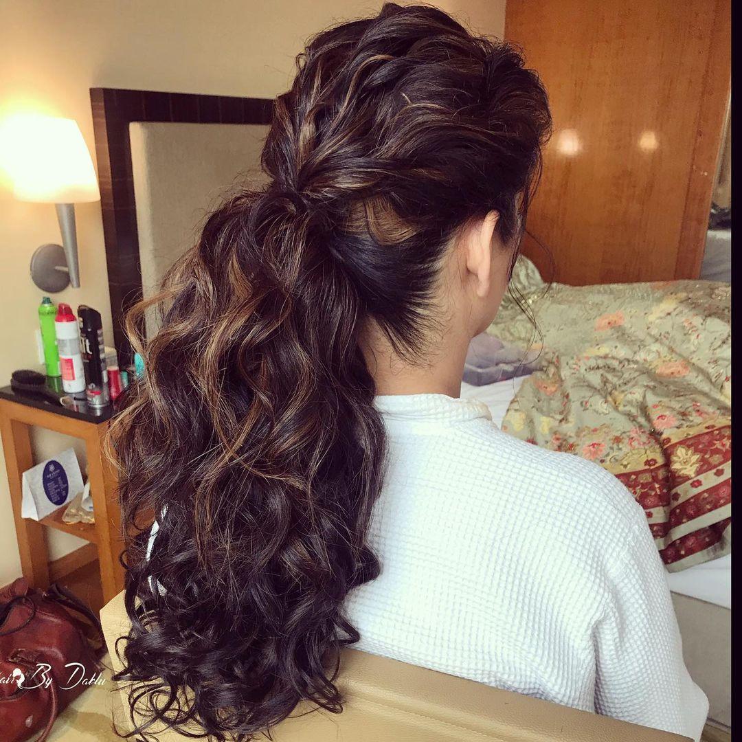 Curly hair ponytail