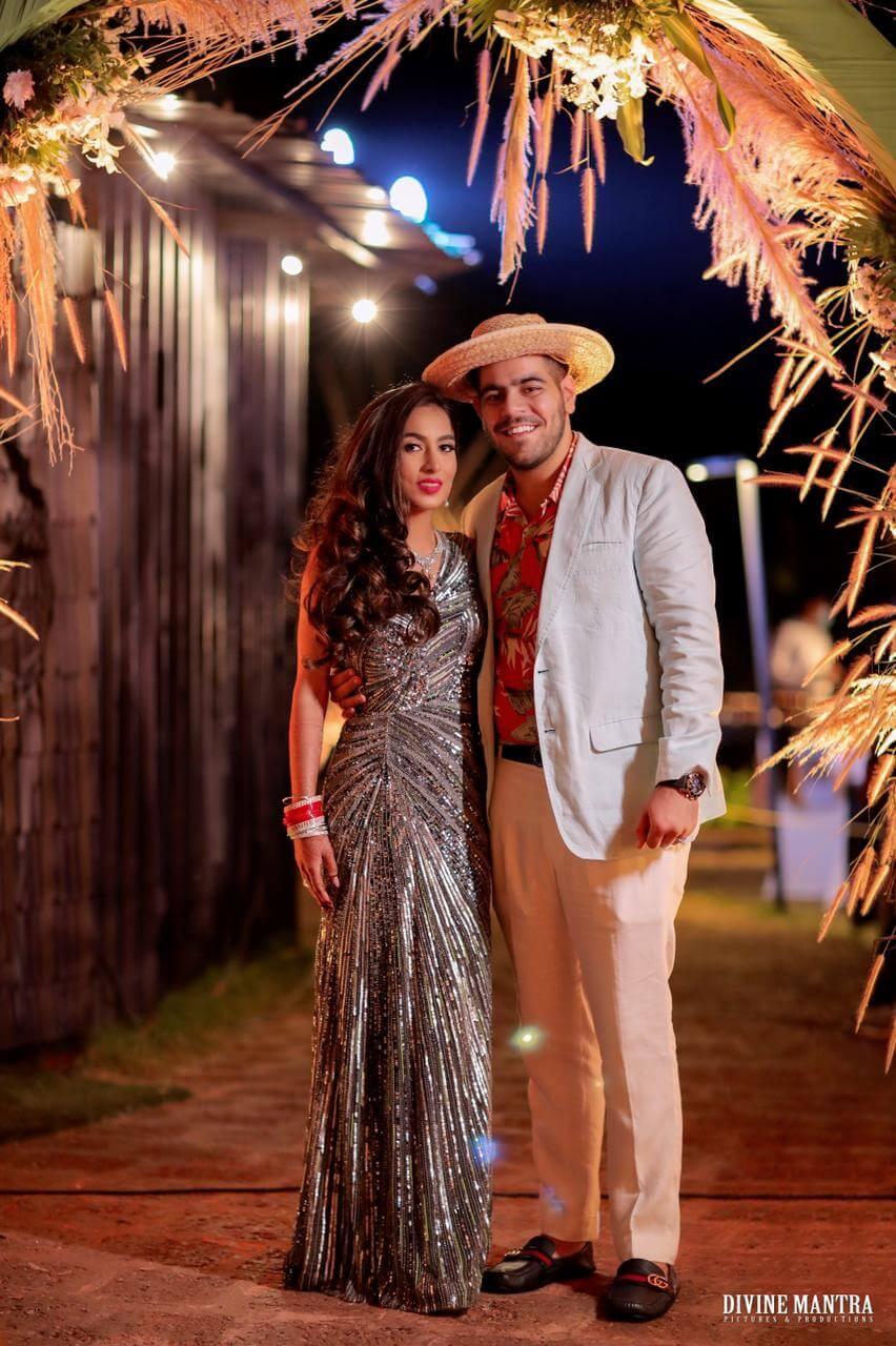 Hawaiian themed couple outfits