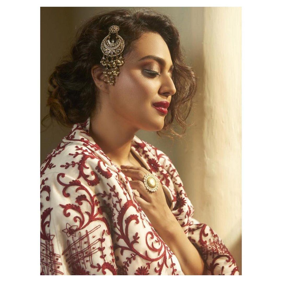 Swara Bhaskar low bun curly hair