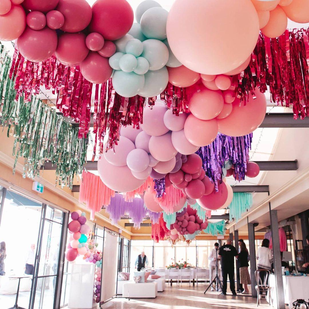 balloon celing decor