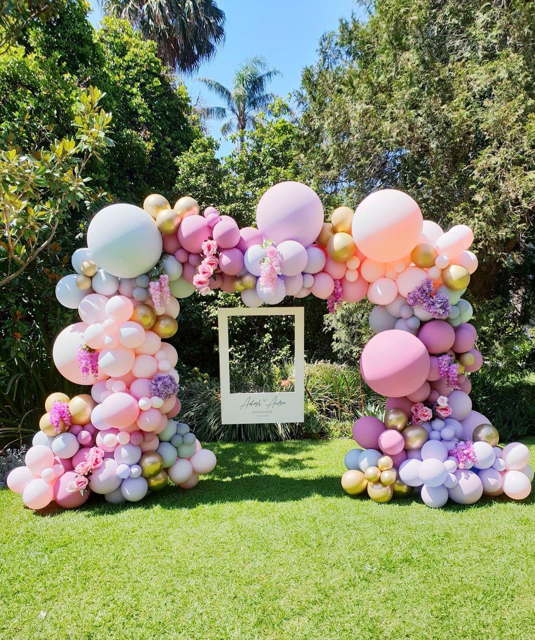 balloon decor at photo booth