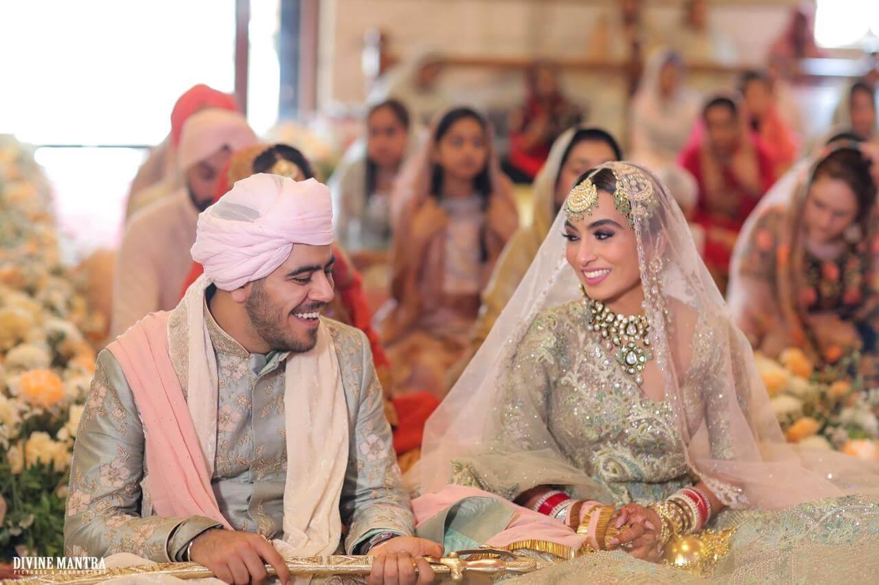 couple during anand karaj