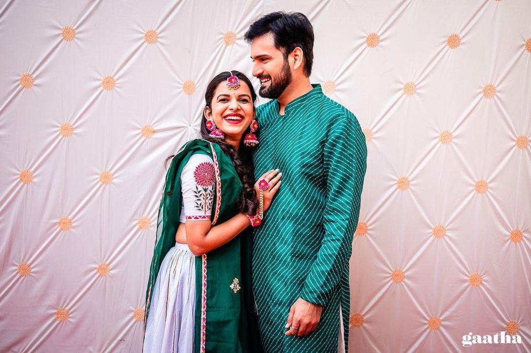 Couple Mehendi outfits