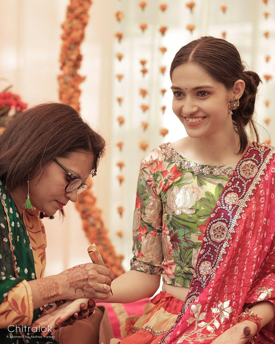 Kavita Sharma mehendi picture