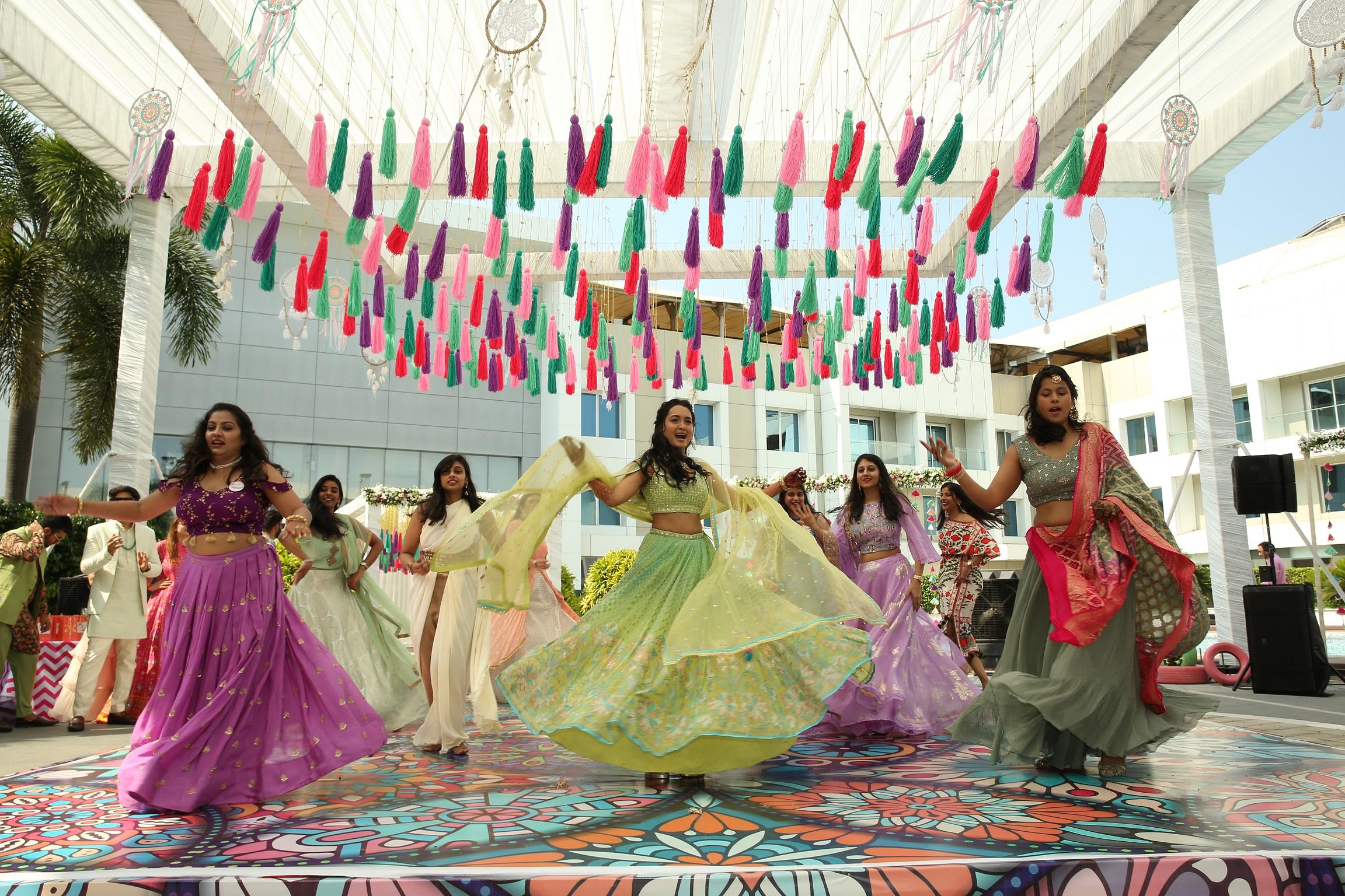 bride's Mehendi performance