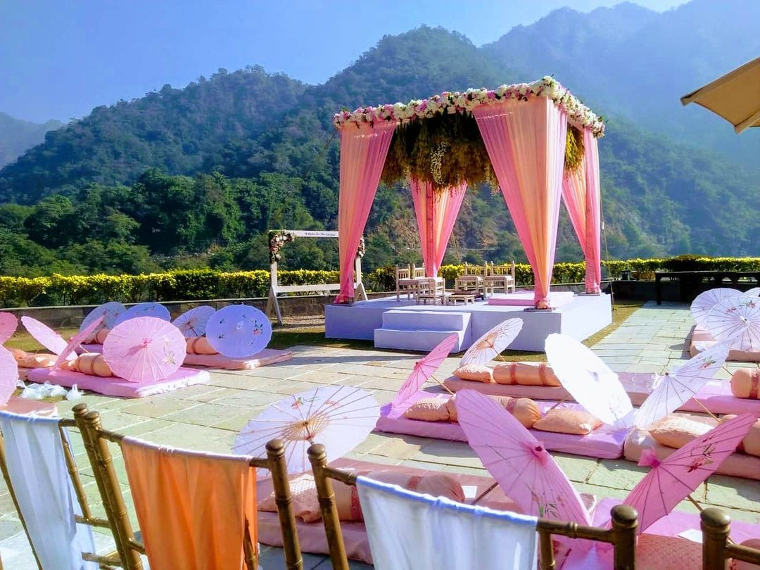 pastel pink wedding decor