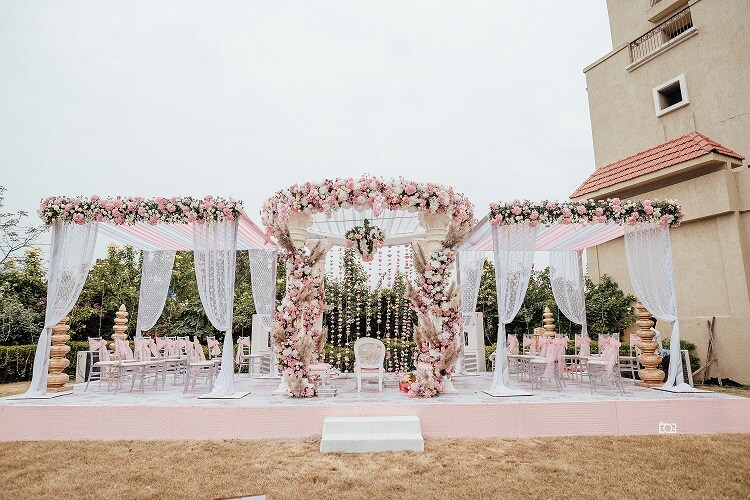 pink mandap decor