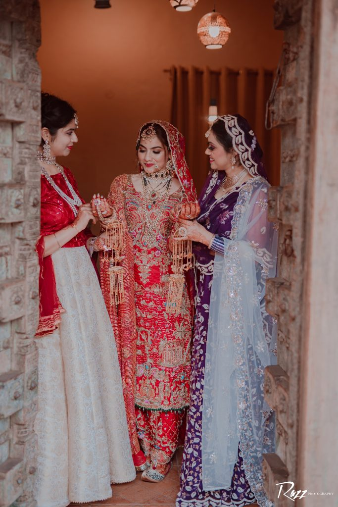 bride and bridesmaids outfits