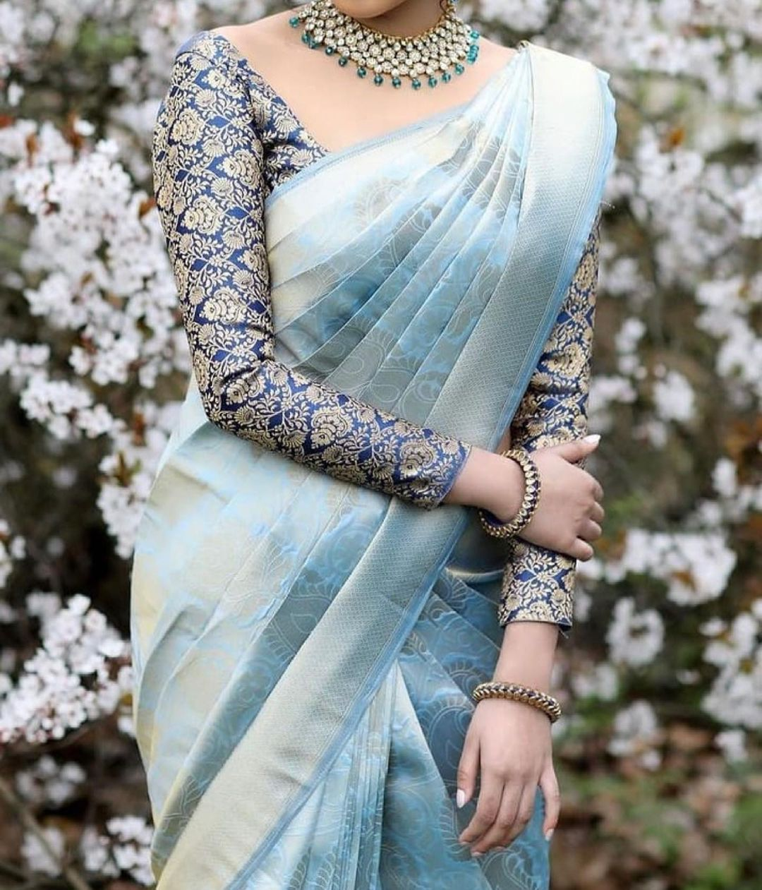 contrasting blouse with kanjeevaram saree