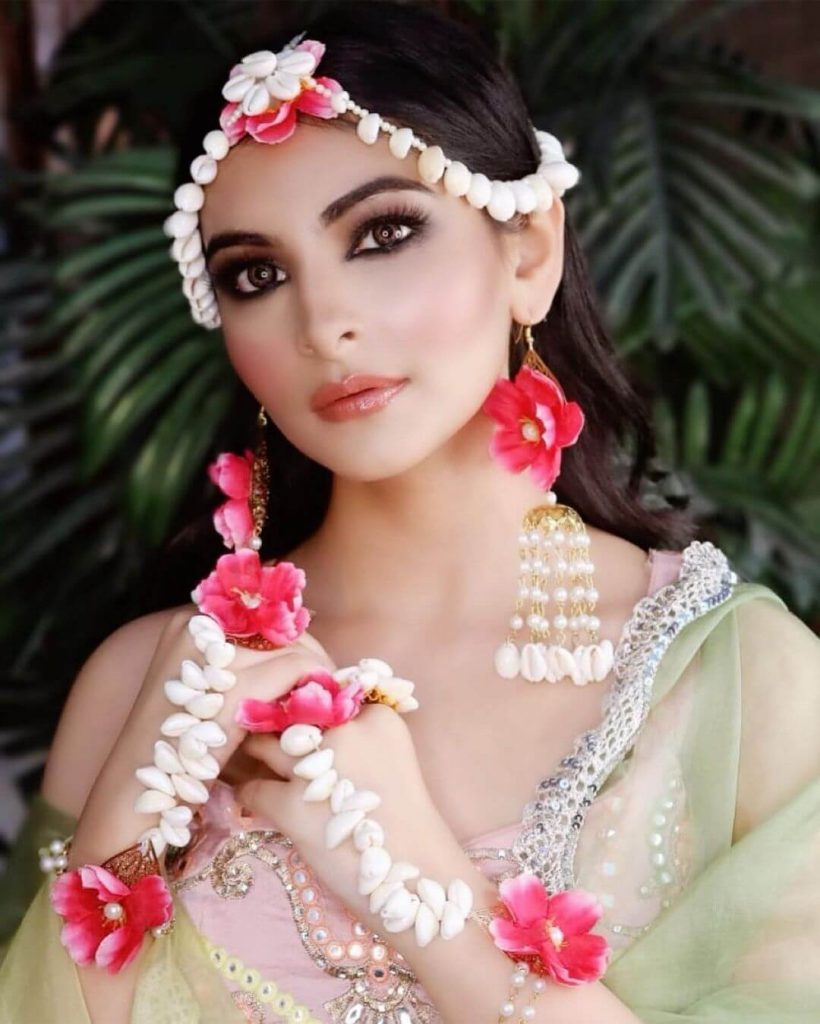 floral jewellery with seashells
