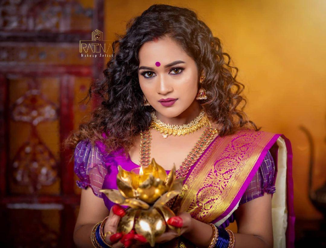 Ratna Makeup artist
