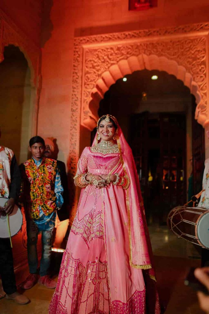 bride who designer her outfit