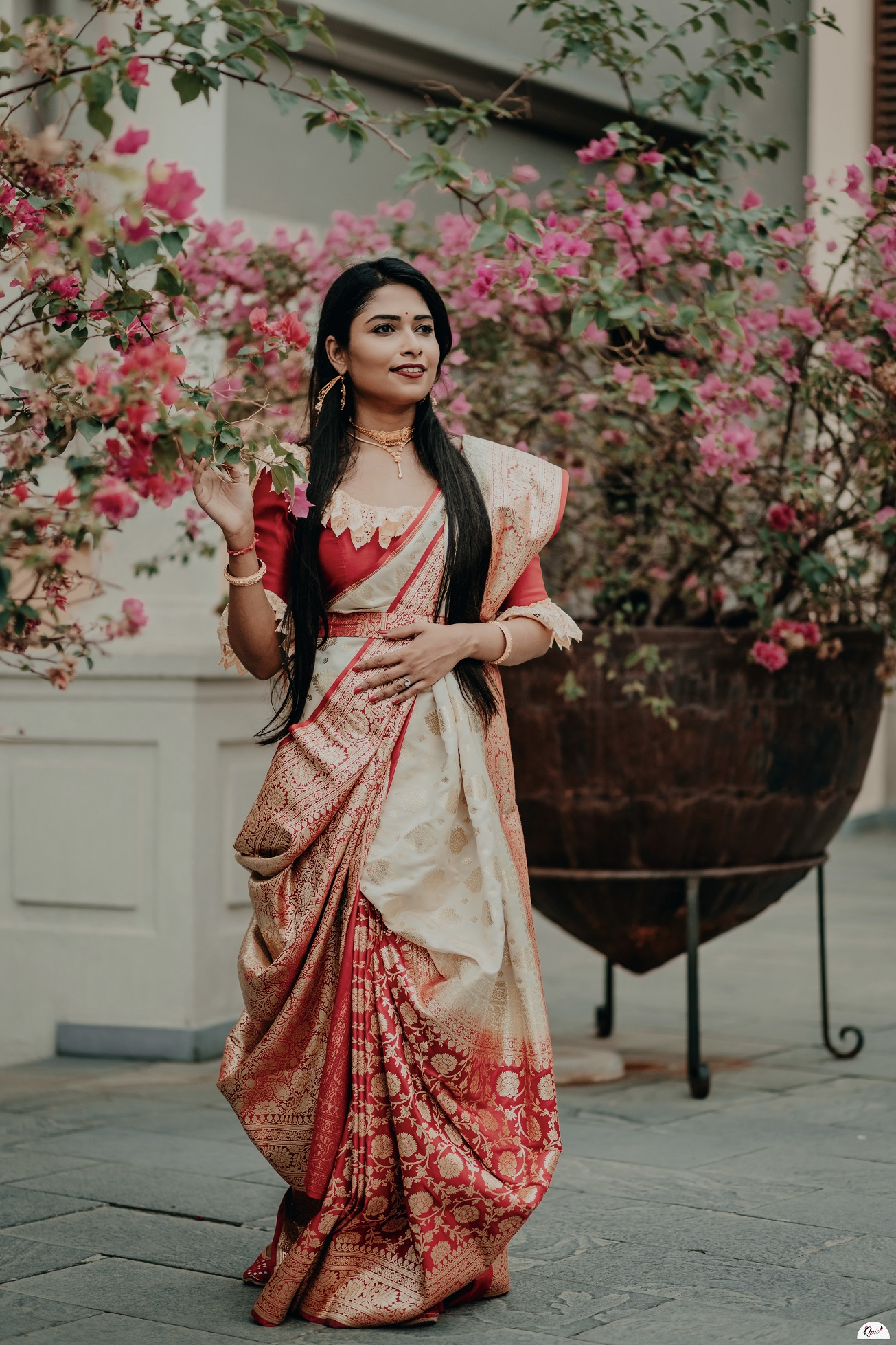 bengali bride in lal sada